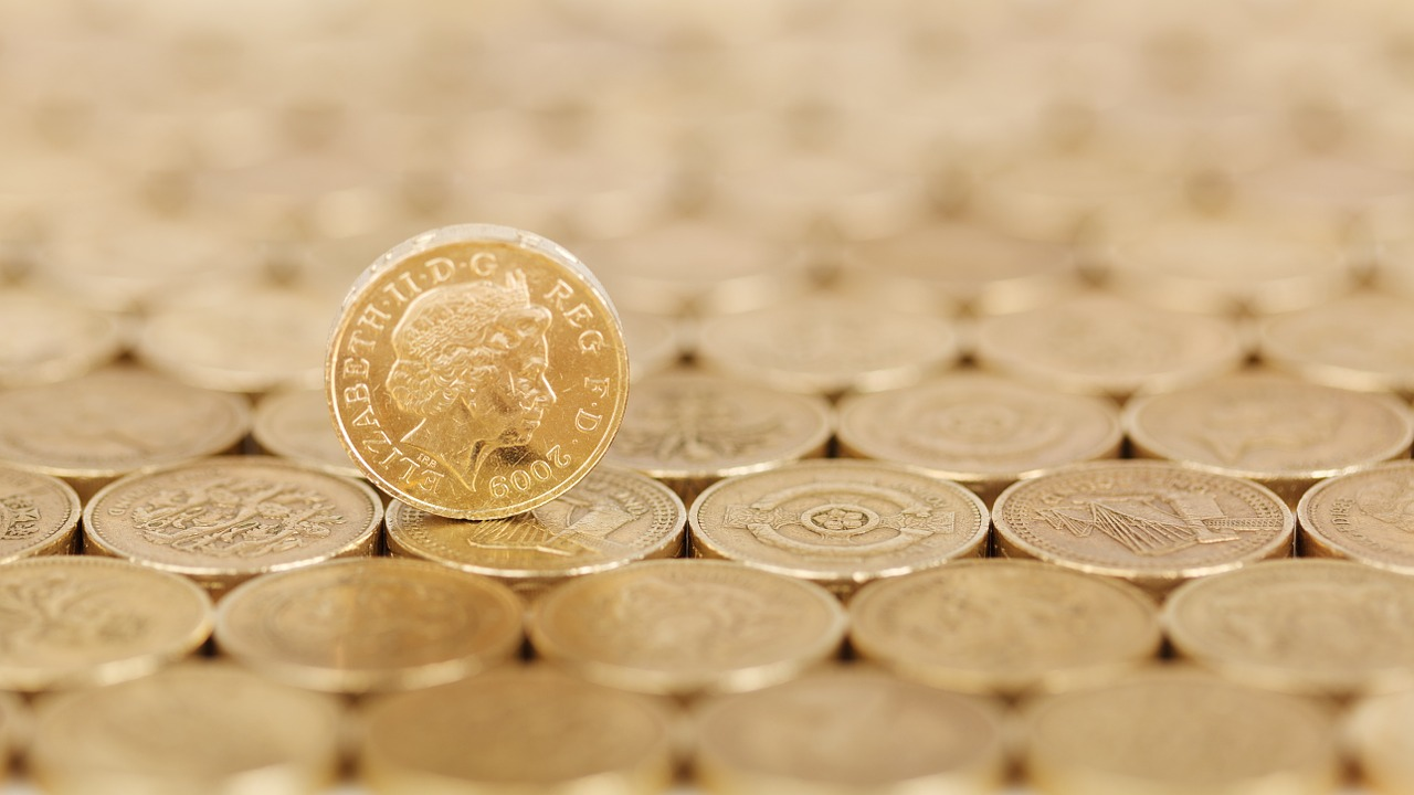 GOVERNMENT CUTS INTEREST RATE